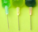 Как выбрать иглу правильного размера? Какую иглу взять для инъекции? Какой иглой сделать укол? Правильные иглы для подкожных, внутримышечных, внутривенных уколов. Какой иглой сделать укол?